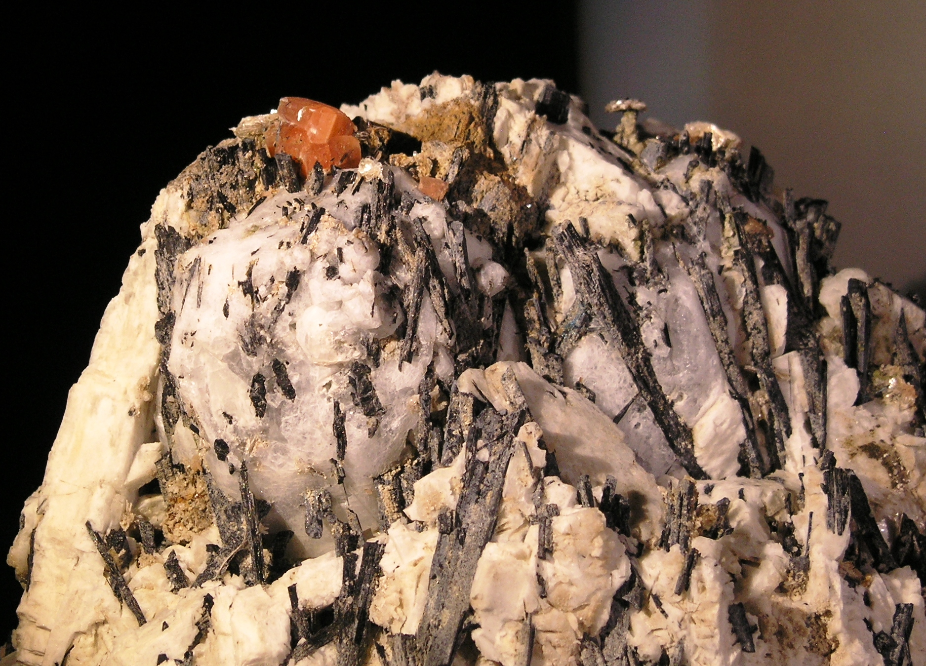 Serandite Analcime fine mineral specimen -001