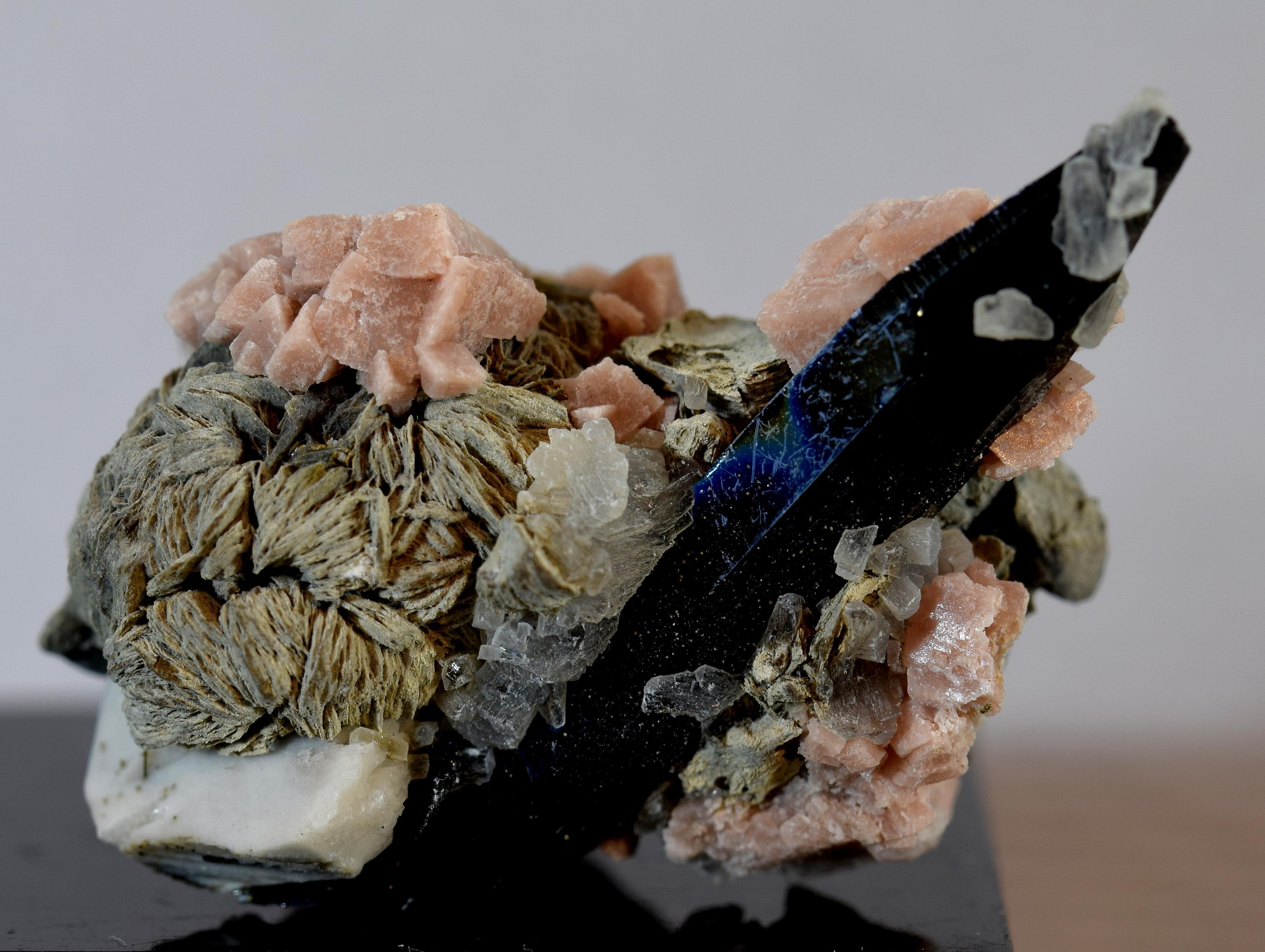 Rhodochrosite Polylithionite Aegirine MSH -001