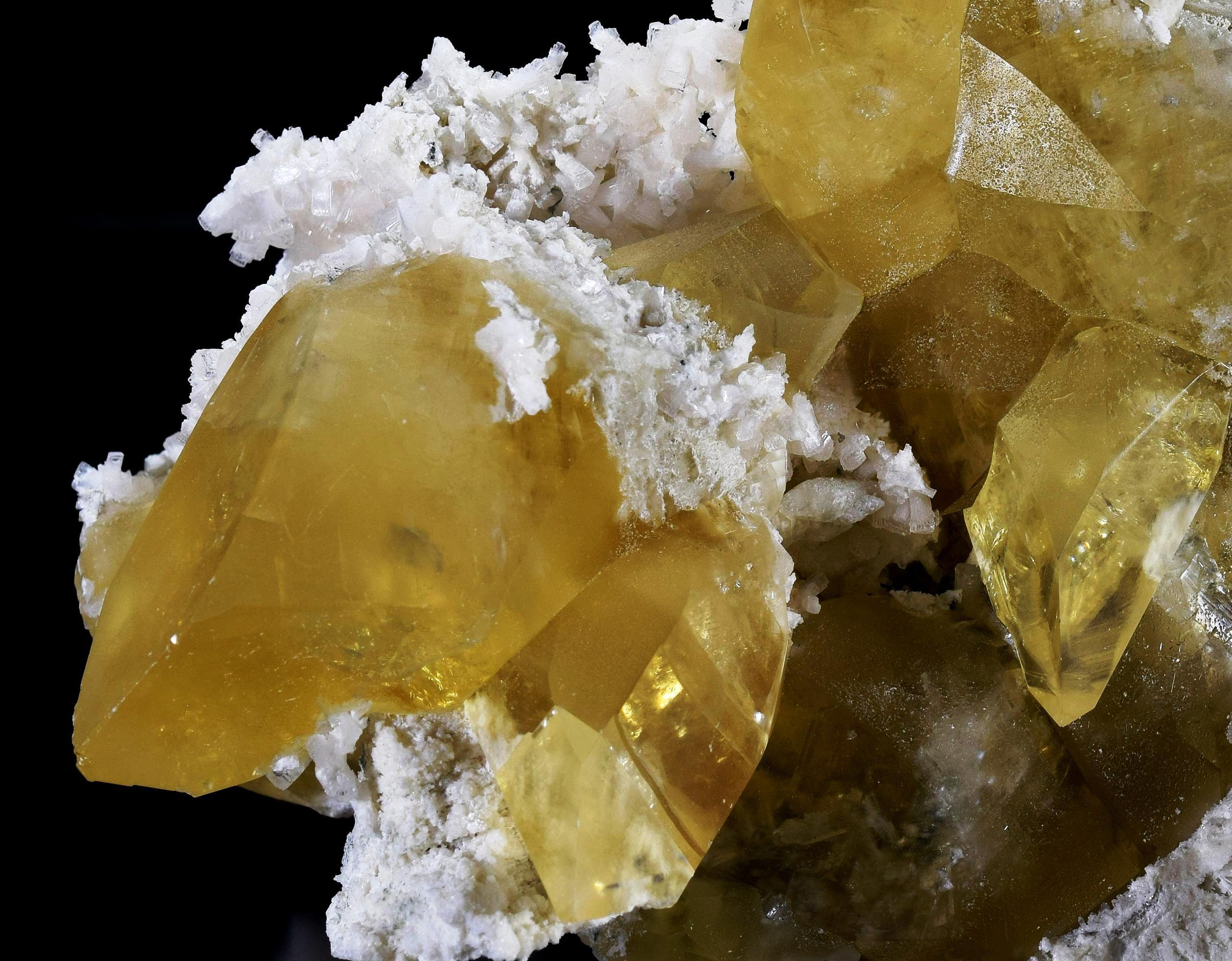 Calcite Thomsonite lab mine black lake quebec